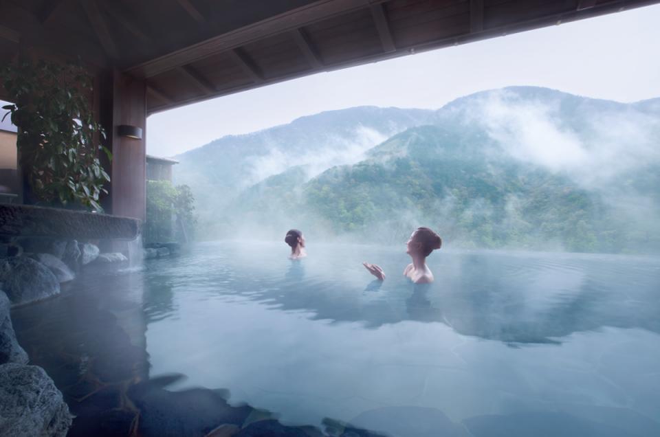Bắt kịp xu hướng chăm sóc sức khỏe bằng tắm Onsen