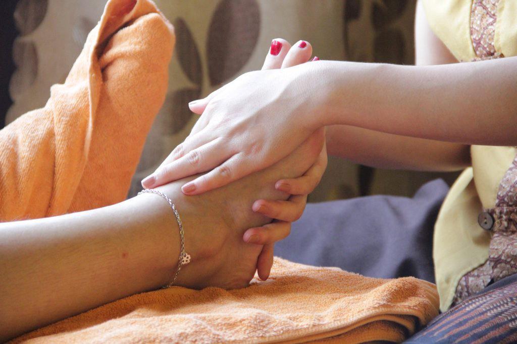 massage chân chăm sóc sức khỏe hằng tuần