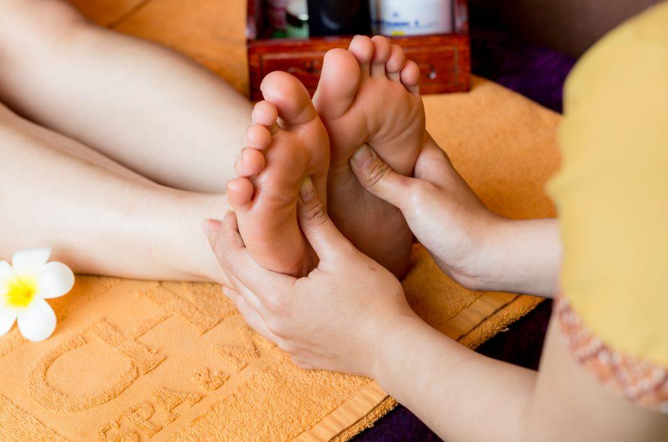 massage chân chăm sóc sức khỏe