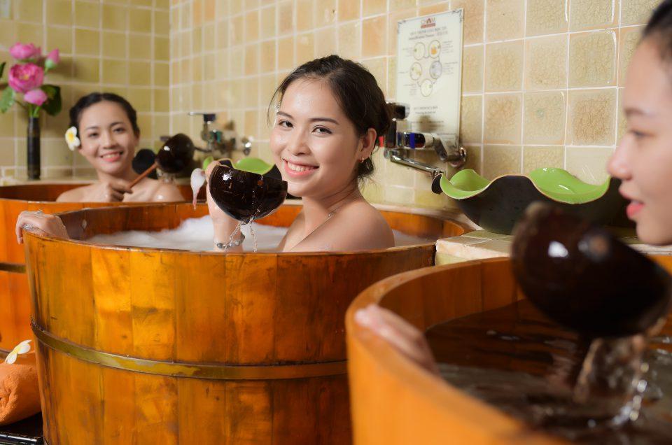 """Cần gì lên tận Sa-pa khi Đà Nẵng đã có trải nghiệm tắm thuốc """"mê mẩn"""" y hệt thế!"""