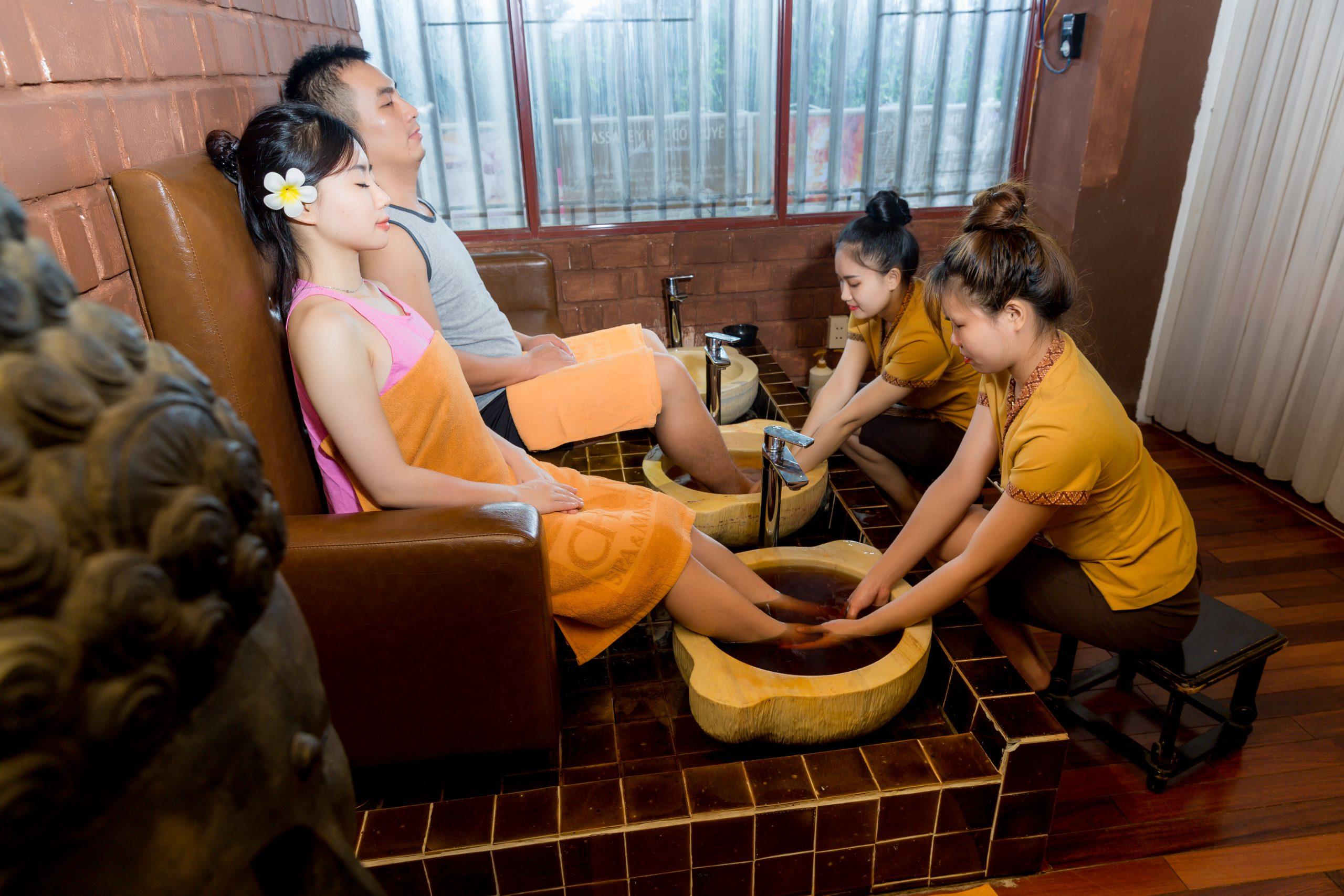 massage chân chăm sóc sức khỏe dễ dàng