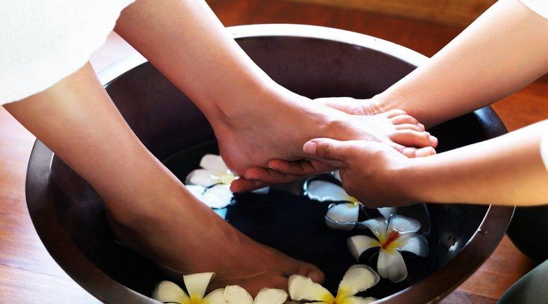 massage chân chăm sóc sức khỏe nhanh chóng